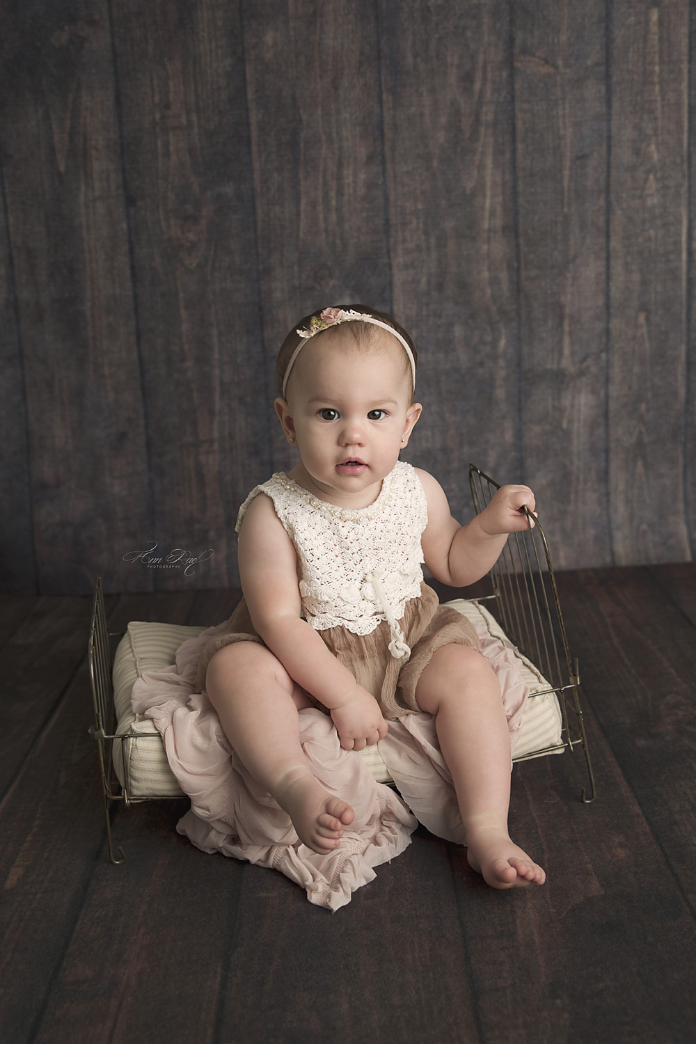 Photographer in St. Louis to take first birthday pictures