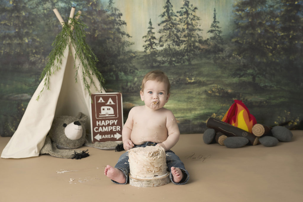 Saint Louis Baby Photographers offer cake during session