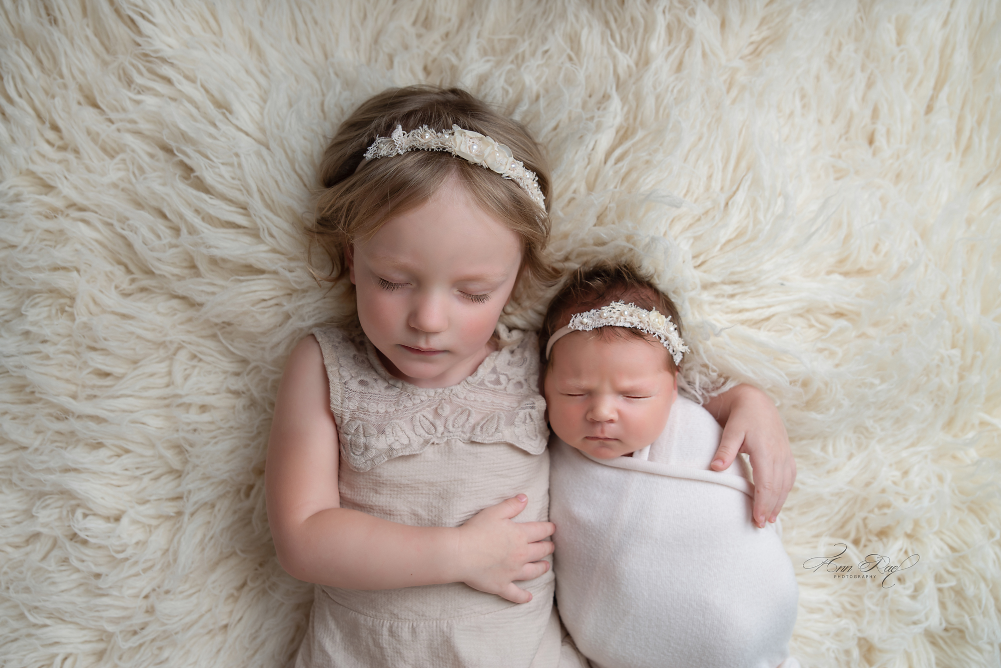 Newborn Portfolio with sleey sister